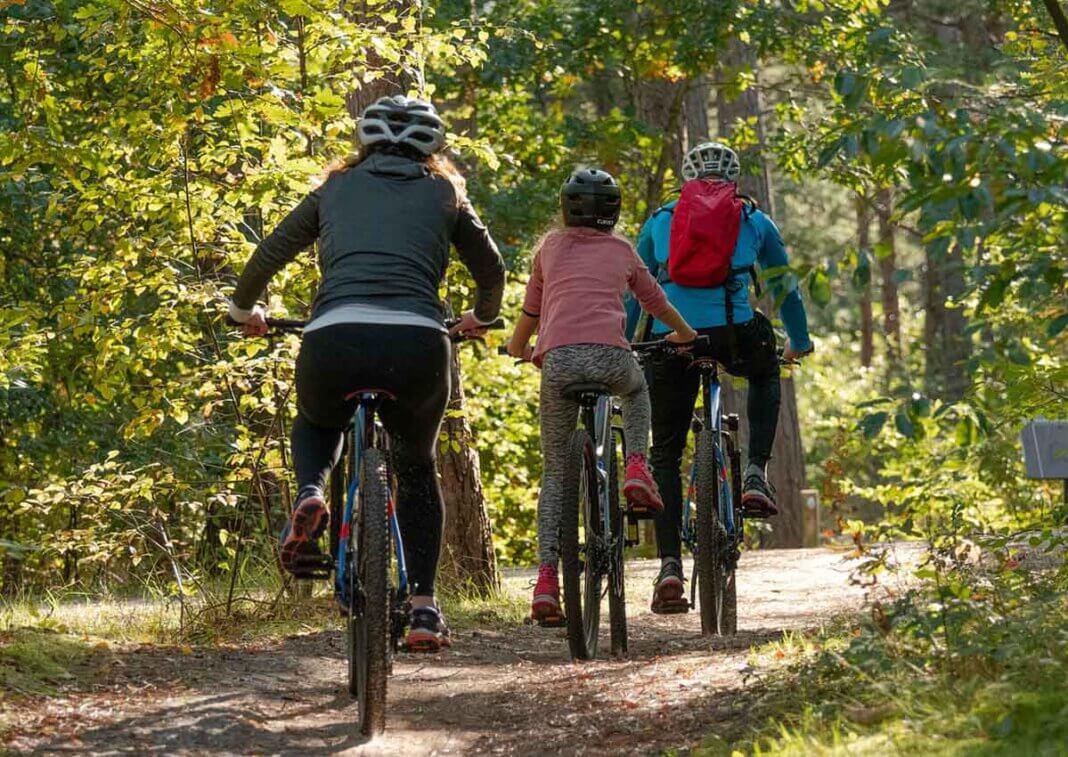 Mit dem Fahrrad können Familien im Kreis Unna auf Entdeckertour gehen. Symbolfoto: pixabay