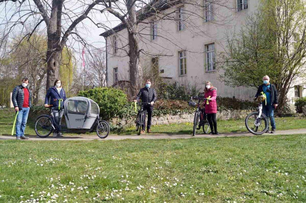 Rufen gemeinsam zur Aktion Stadtradeln 2021 auf: Norbert Zolda (v.l.), Anja Paechnatz, Bürgermeister Thomas Orlowski, Lea Freese und Gerd Paduch. Foto: M. Woesmann / Stadt Selm