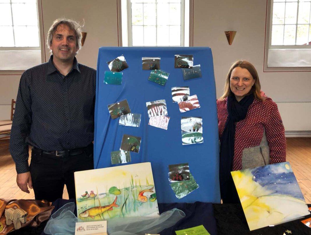 """Carolyn Knoll und Alexander Meese haben eine Ausstellung zum Thema """"Schöpfung"""" vorbereitet. Foto: Ev. Kirchengemeinde"""