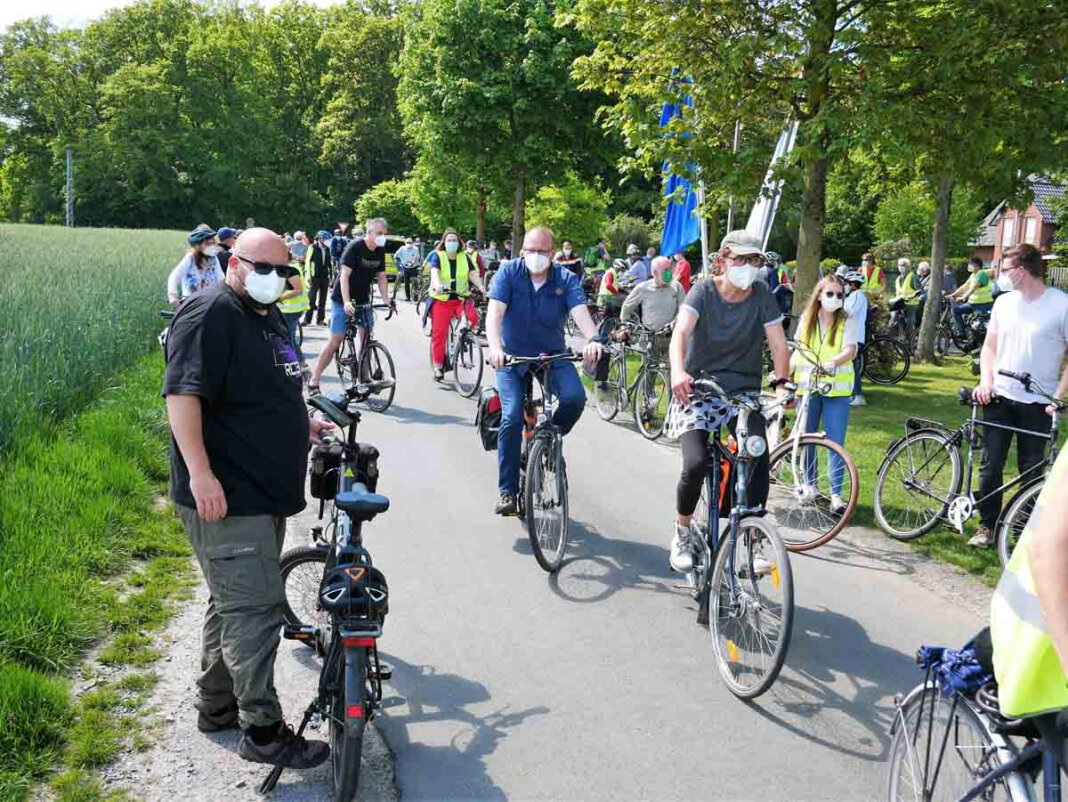 Rund 250 Teilnehmende zählten die BIN-Organisatoren bei der Protest-Radtour am Sonntag. Foto: Gaby Brüggemann