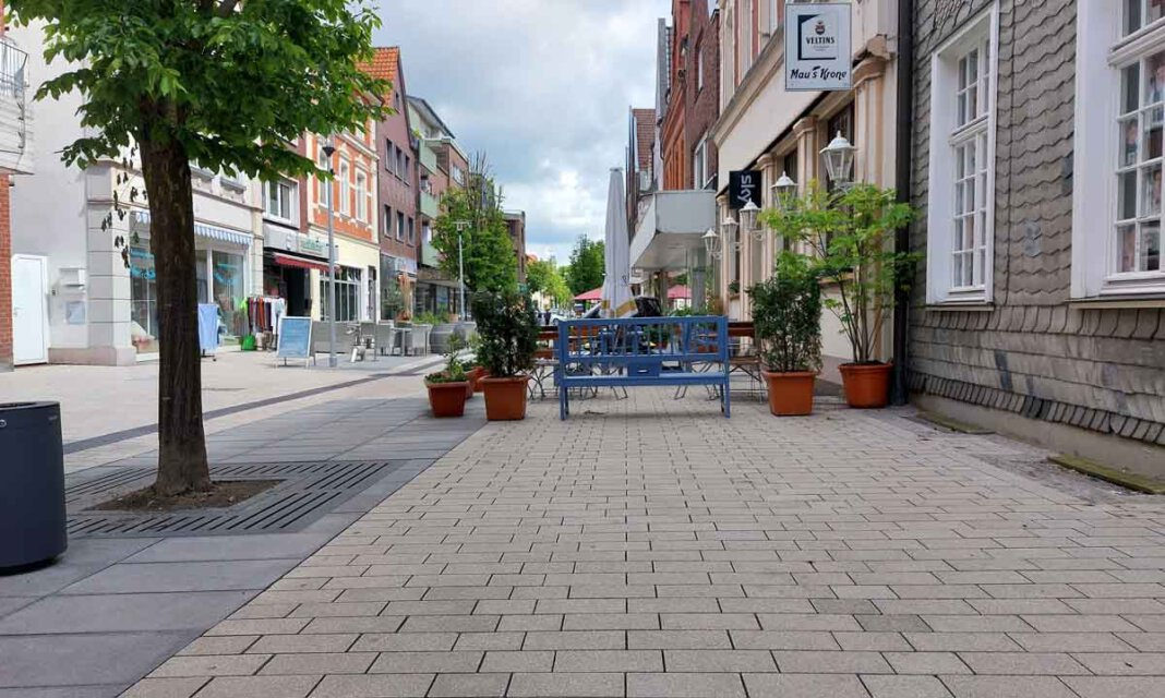 Die Bonenstraße erstrahlt zwischen Partnerschaftsuhr und Kino in neuem Glanz - der vorerst letzte Abschnitt der Innenstadtsanierung in Werne. Foto: Wagner