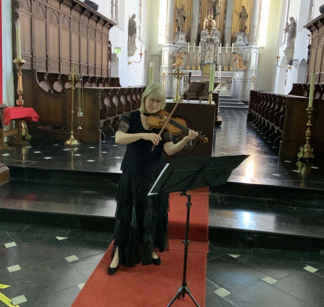 Die Violinistin Annemieke Corstens. Foto: Jac van Steen