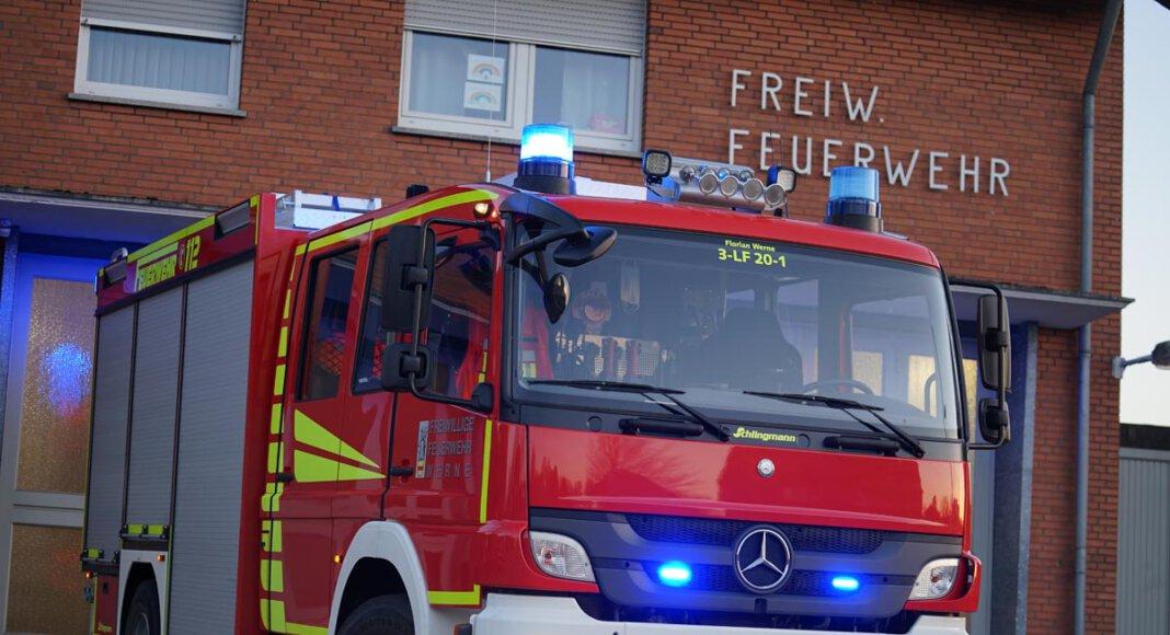 Der Löschzug 3 aus Stockum war schnell an der Einsatzstelle und verhinderte bei dem Wohnungsbrand im Ginsterweg Schlimmers. Foto: Feuerwehr Werne
