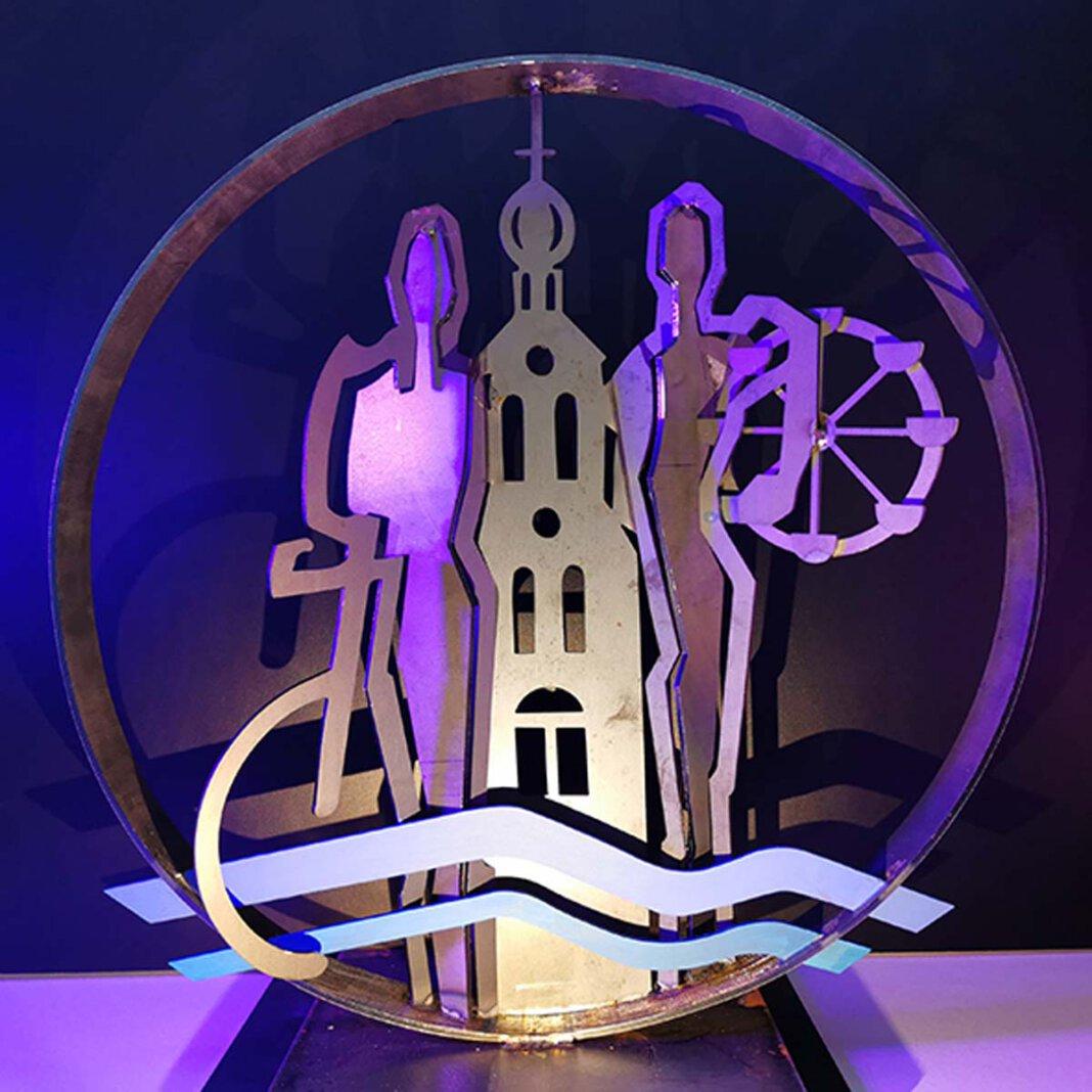 Die etwa vier Meter hohe Skulptur, die den neuen Kreisverkehr auf der Münsterstraße schmücken soll, kann auch beleuchtet werden. Das Bild zeigt ein Modell des Künstlers Alfred Gockel. Foto: Stadt Werne