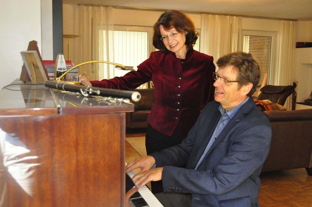 Ehepartner und Kollegen: Hans-Joachim Wensing und seine Frau Dagmar Borowski-Wensing gestalten die Kirchenmusik in Werne seit 25 Jahren gemeinsam. - Foto: Schwarze