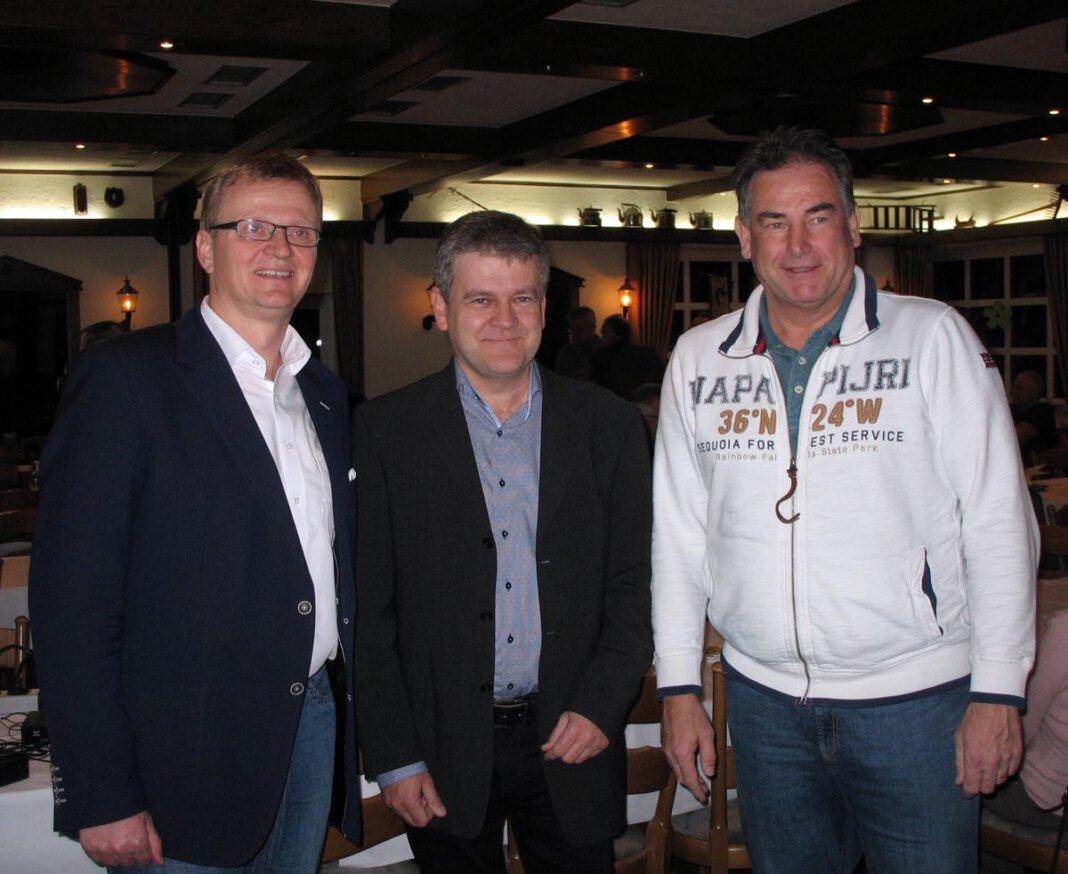Das Bild zeigt den geschäftsführenden Vorstand mit Präsident Benedikt Striepens (mitte) bei einer Mitgliederversammlung aus einem Vorjahr. Archivfoto: Privat