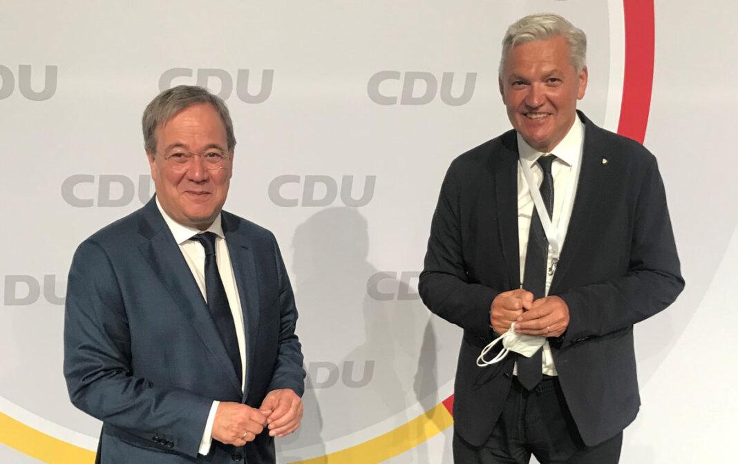 Hubert Hüppe (rechts) aus Werne, hier mit CDU-Kanzlerkandidat Armin Laschet, darf sich berechtigte Hoffnungen auf einen Wiedereinzug in den Deutschen Bundestag machen. Foto: Hüppe