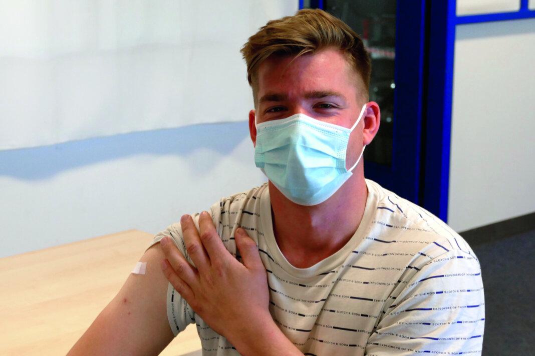 Für Felix Schroers aus dem internationalen Vertrieb erleichtert die Immunisierung zukünftig erheblich die Auslandseinsätze. Foto: Böcker
