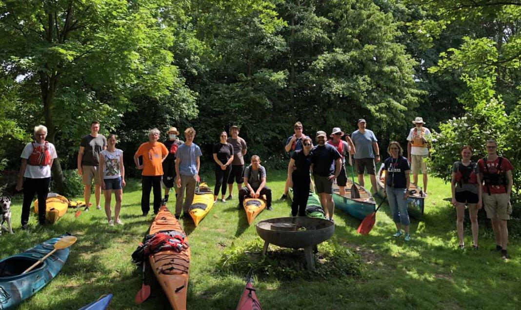 Bei den Kanusportlern des SV Stockum fand jetzt das traditionelle Anpaddeln statt. Foto: Hannah Bille