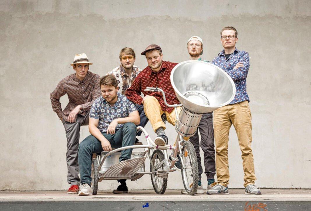 """Die Reggae-Dub-Ska-Band """"Betrayers of Babylon"""" will mit purer Energie, unglaublicher Spielfreude, Optimismus und einer Schippe Ironie ein probates Gegenmittel gegen schlechte Laune liefern. Foto: Band"""