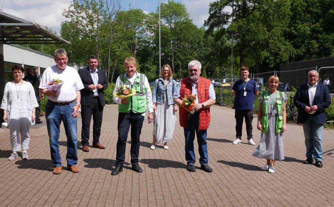 Dr. Holger Felcht, Theo Spanke und Dr. Wolfgang-Axel Dryden (Mitte, von links) wurden am Impfzentrum verabschiedet. Foto: Birgit Kalle – Kreis Unna