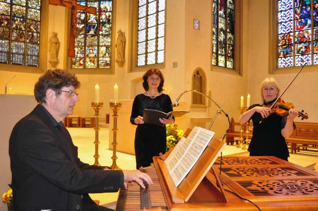 Eine musikalische Andacht in der St. Christophorus-Kirche in Werne gestalteten der Kantor Dr. Hans-Joachim Wensing (Orgel), Dagmar Borowski-Wensing (Sopran) und Annemieke Corstens (Violine). Foto: Schwarze