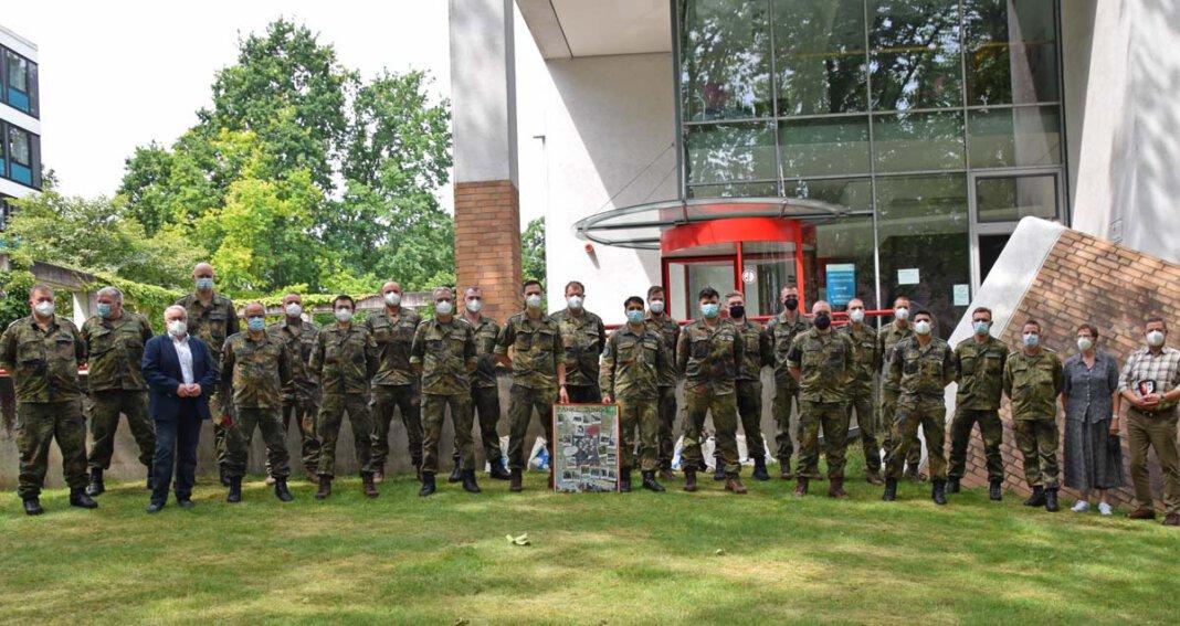 Mit großem Dank verabschiedet wurden die Soldaten der Bundeswehr, die den Kreis seit Oktober unterstützt hatten. Fotos: Anita Lehrke – Kreis Unna