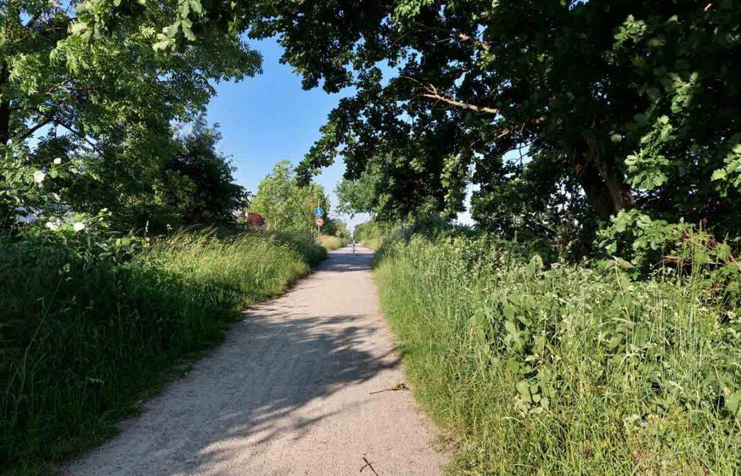 Weil die Bahntrasse bereits heute eine qualitative gute Radwegverbindung nach Bergkamen darstelle, könne sie so im Norden des Kanals den Anschluss an den RS1 bilden, heißt es. Foto: Wagner
