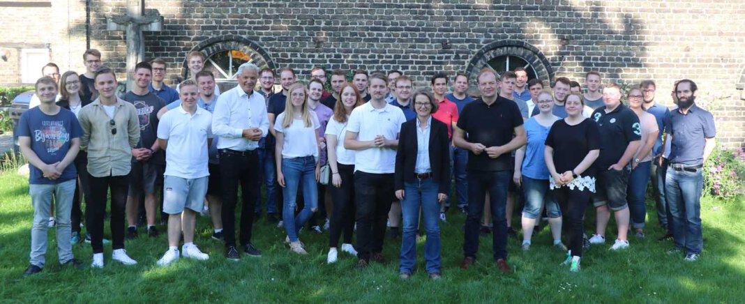 Die Junge Union m Kreis Unna traf sich auf dem Hof Schulze Froning in Werne. Foto: Janine Grubert