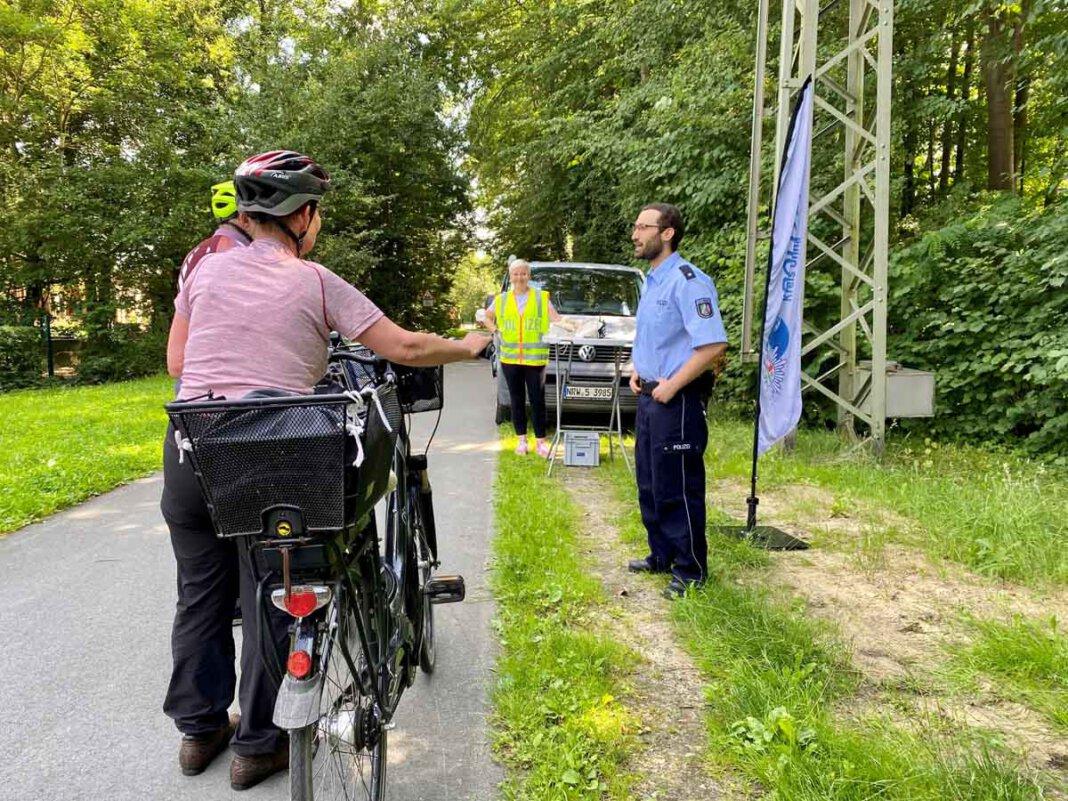 Bei den Kontrollen von 1.008 Verkehrsteilnehmenden stellten die Beamten 422 Verstöße fest. Foto: Kreispolizeibehörde Unna