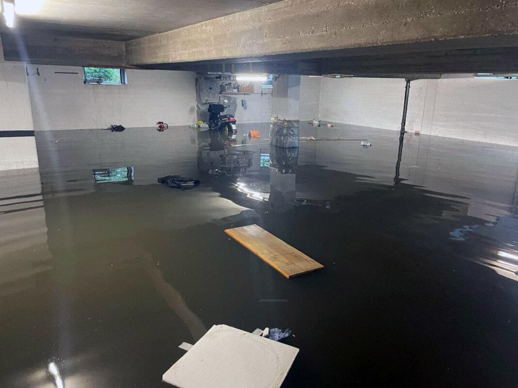 Das Unwetter mit Starkregen setzte zahlreiche Keller unter Wasser. Foto: Privat