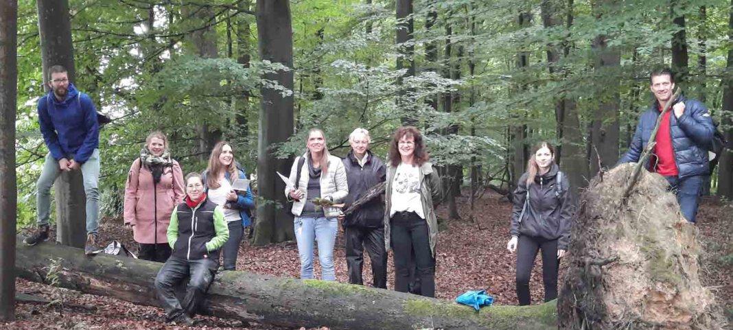 Die Leitungen der Jugendhilfe-Kitas waren im Wald unterwegs. Foto: Jugendhilfe