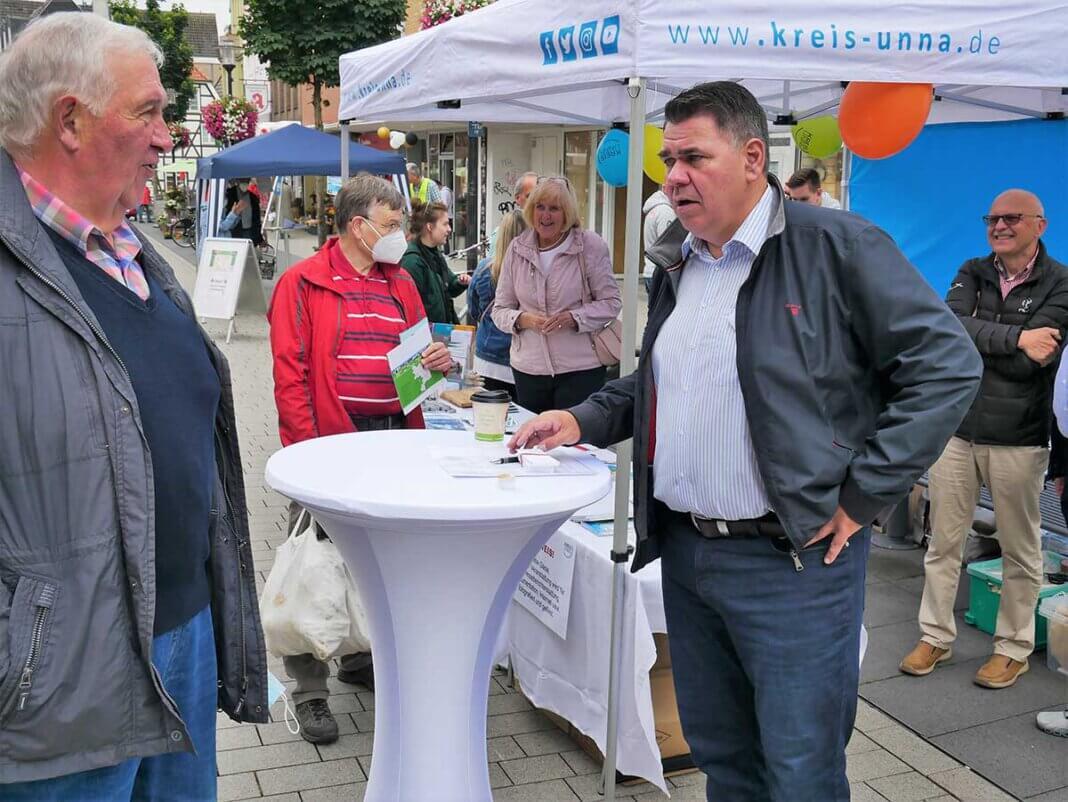 Landrat Mario Löhr kam in Werne mit den Bürgerinnen und Bürgern ins Gespräch. Foto: Gaby Brüggemann