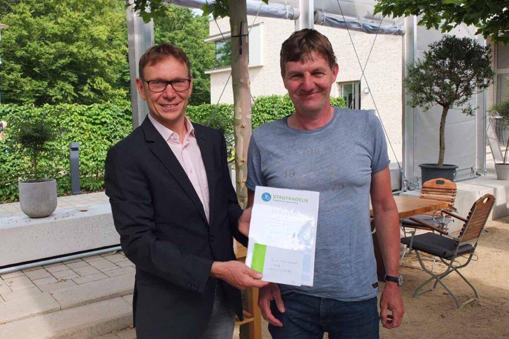 Daniel Schulte (re.) war mit zurückgelegten 1.980 km erneut der beste heimische  Einzelradler. Foto: Höinghaus