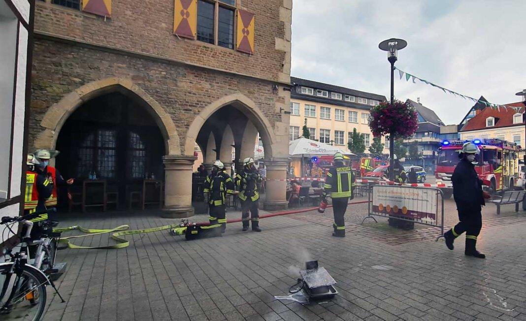 Die brennende Fritteuse konnte rechtzeitig gelöscht werden, so dass keine Gebäudeschäden am Alten Rathaus entstanden. Foto: Feuerwehr Werne