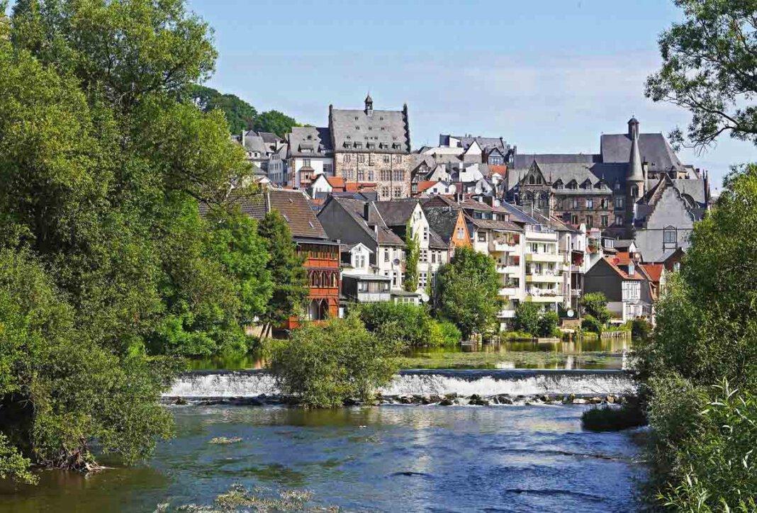 Die Volkshochschule Werne bietet eine Tagesfahrt nach Marburg an der Lahn. Foto: Erich Westendarp/pixabay