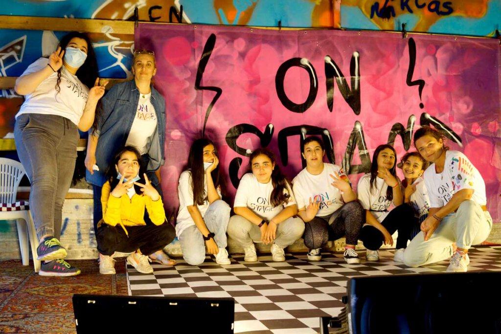 Rund zehn Mädchen zwischen elf und 14 Jahren waren von Anfang bis Ende dabei und genossen die Zeit mit dem sozialpalast. sozialpalast - On Stage 2021