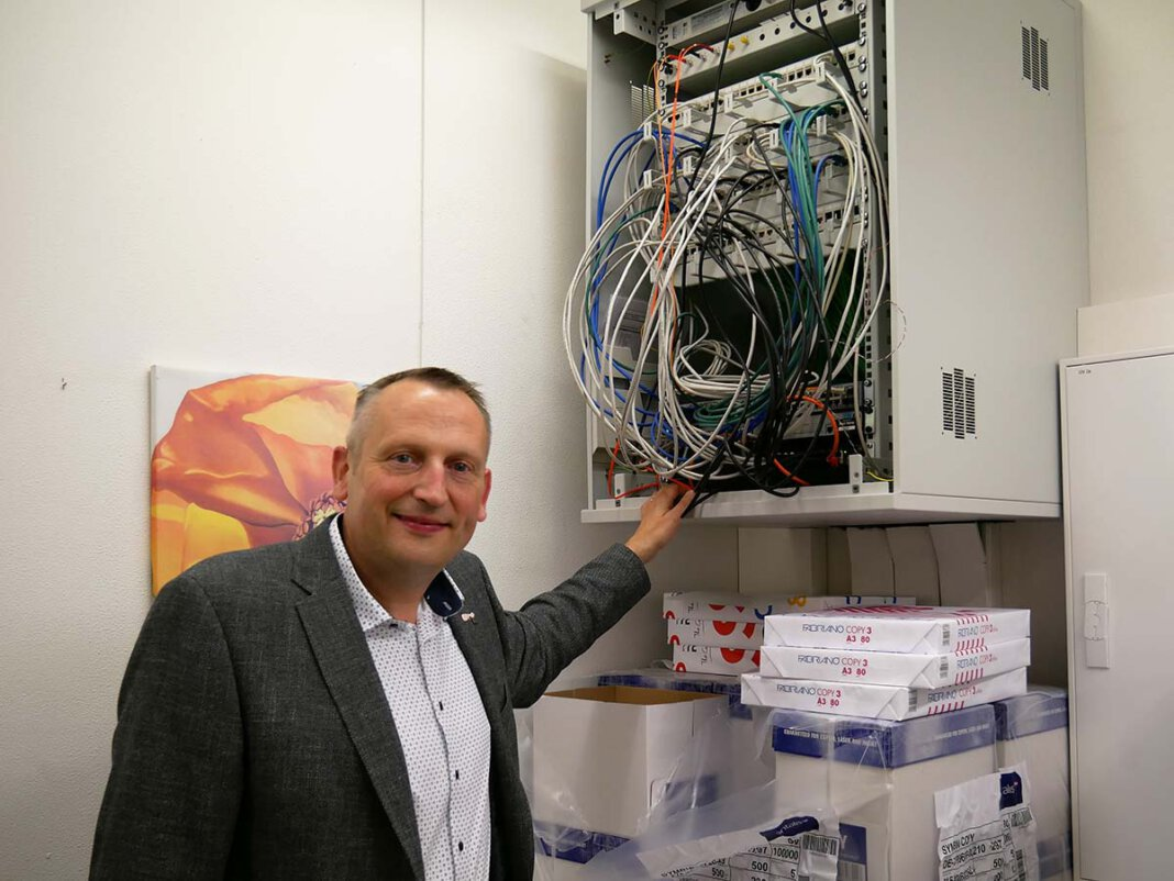 AFG-Schulleiter Marcel Damberg freut sich über die großen Fortschritte in Sachen Digitalisierung. Foto: Gaby Brüggemann