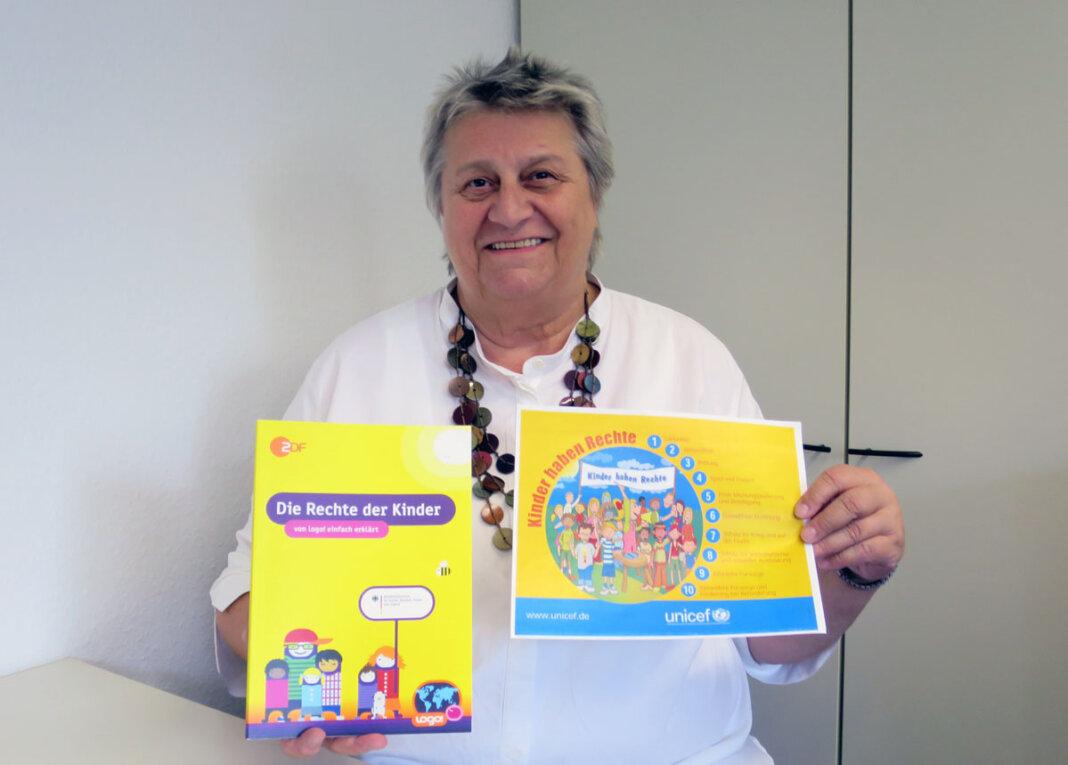Jugendpflegerin Dagmar Reuter macht auf den neuen Wettbewerb zum Weltkindertag aufmerksam. Foto: Jugendamt Werne