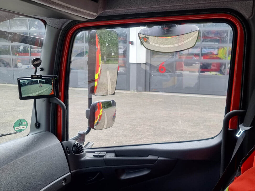 Die Abbiegeassistenten wurden installiert, um die Maschinisten bei der Fahrt der Feuerwehrfahrzeuge zu unterstützen und zuverlässig Fußgänger, Radfahrer und andere ungeschützte Verkehrsteilnehmer im Umfeld des Fahrzeugs zu schützen. Foto: Feuerwehr Werne