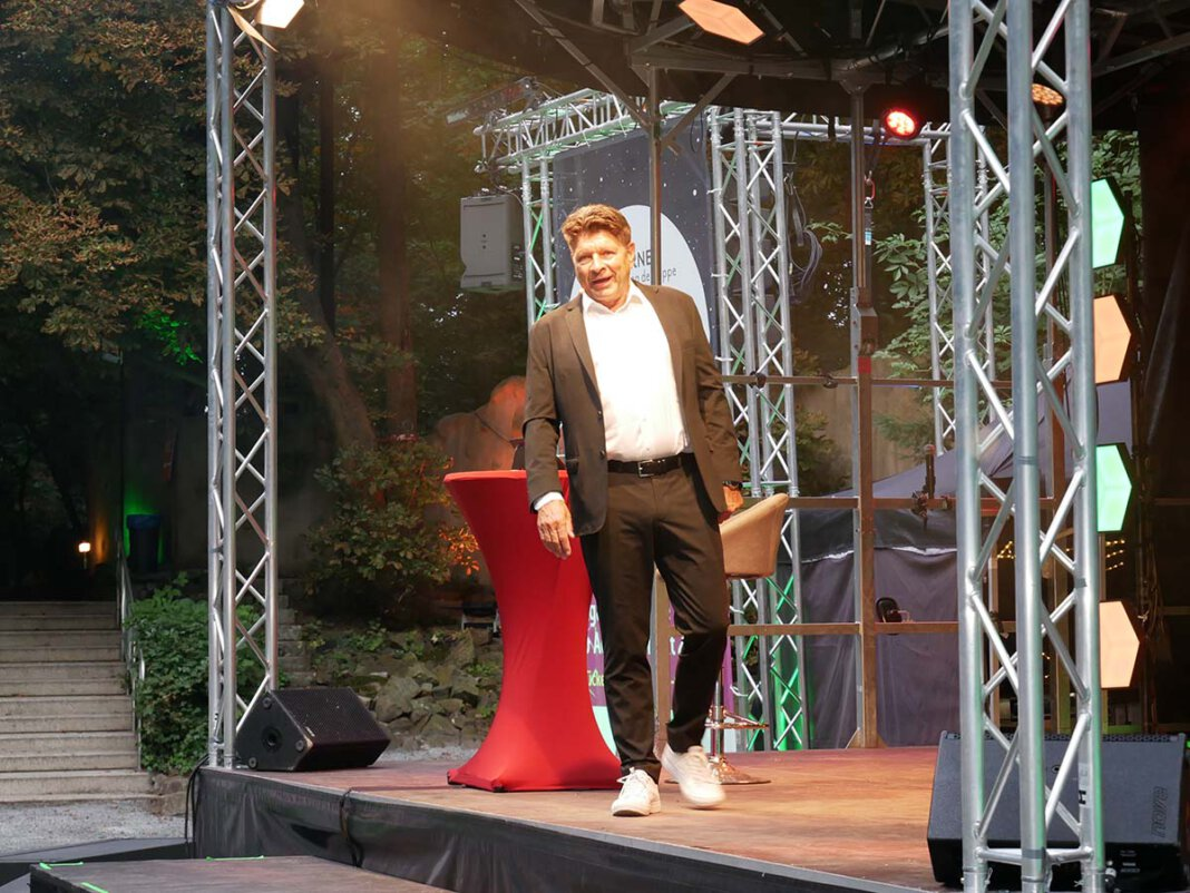 Bruno Knust alias Günna brannte in der Freilichtbühne ein Feuerwerk der guten Laune ab. Foto: Gaby Brüggemann