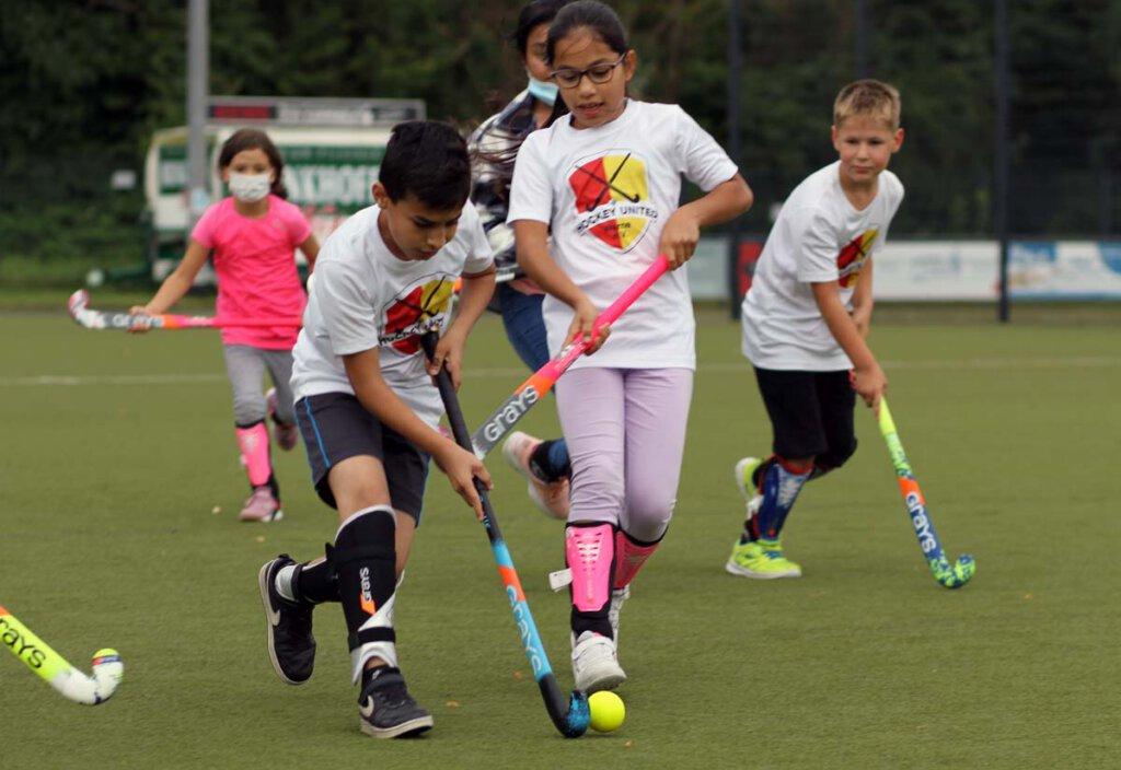 Auch die sportliche Betätigung am Hockeystock kam bei dem Projekt nicht zu kurz. Foto: Wagner