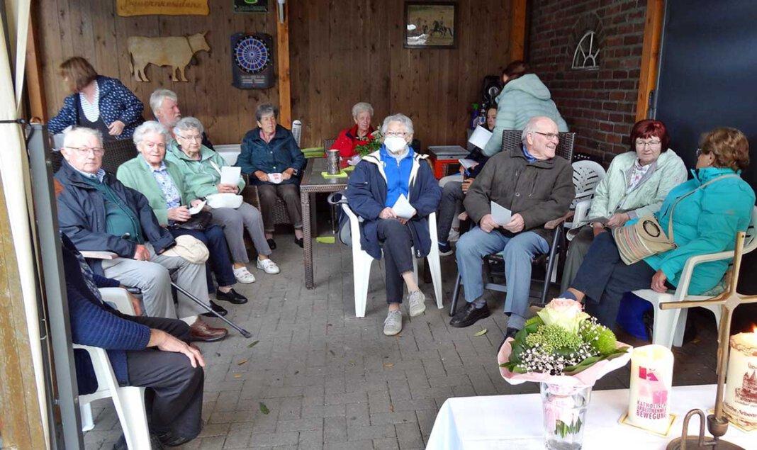 Ein Wiedersehen feierten die Mitglieder der KAB St. Barbara/St. Johannes in Lenklar. Foto: Reinhard Bergmann