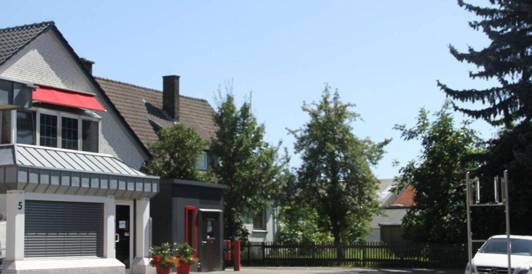 Das Firmenschild der Fleischerei Mecke hängt seit dem 14. August 2021 nicht mehr an der Lippestraße. Foto: Wagner