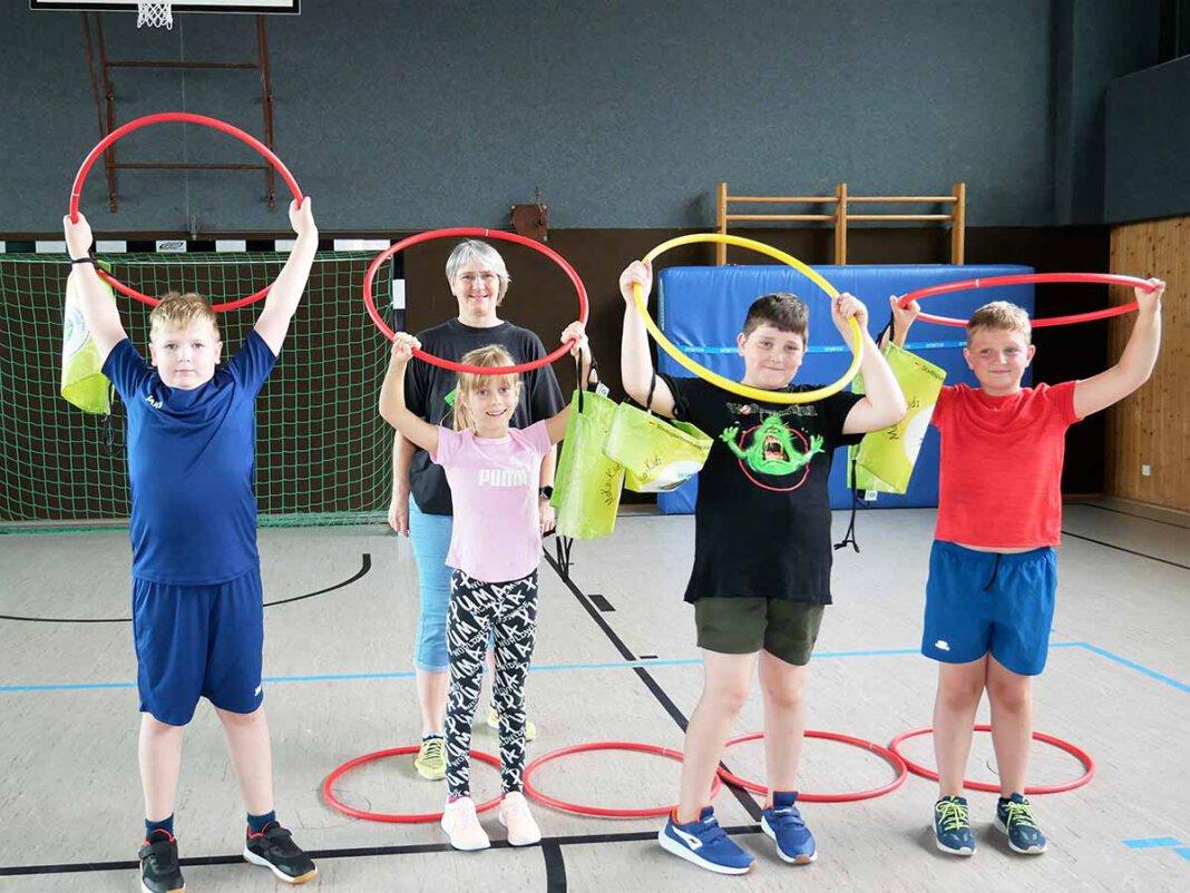 Die MoKo-Kids starteten am Montag in der Uhlandschule mit einem kleinen sportmotorischen Test. Foto: Gaby Brüggemann