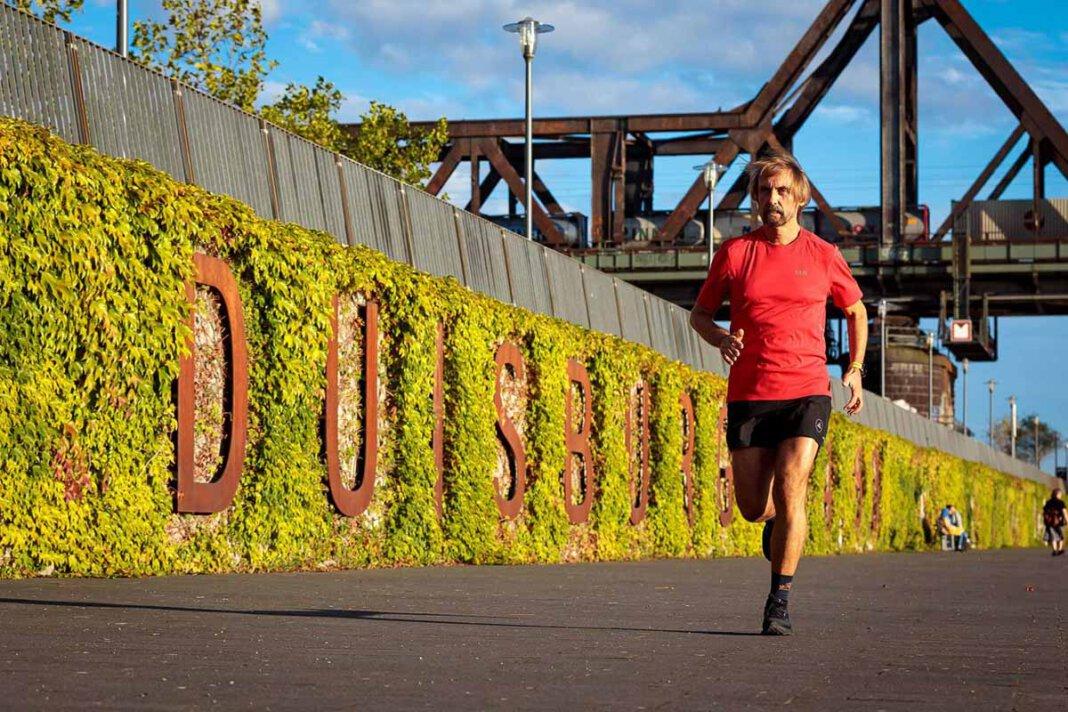 Der in Werne geborene Marathon-Pater Tobias engagiert sich auch für die Flutopfer und schnürte wieder seine Laufschuhe. Foto: Projekt LebensWert/Daniel Elke