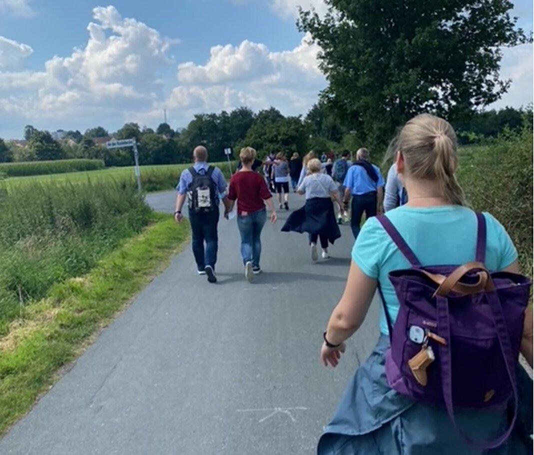"""Unter dem Motto """"Jakobusdetektive auf Spurensuche in Werne"""" hatte der Gemeindeteil St. Johannes, in Zusammenarbeit mit dem """"Förderverein Jakobsweg Werne e.V."""" zu einem Eltern-Kind-Pilgertag eingeladen. Foto: Gabriele Kranemann"""