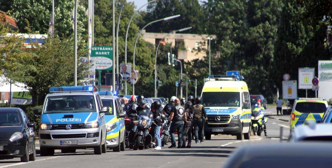 Für Aufsehen sorgte ein Motorradkorso aus Hamm, der am Samstag auch auf Werner Stadtgebiet unterwegs war - begleitet von einem großen Polizeiaufgebot. Foto: Wagner