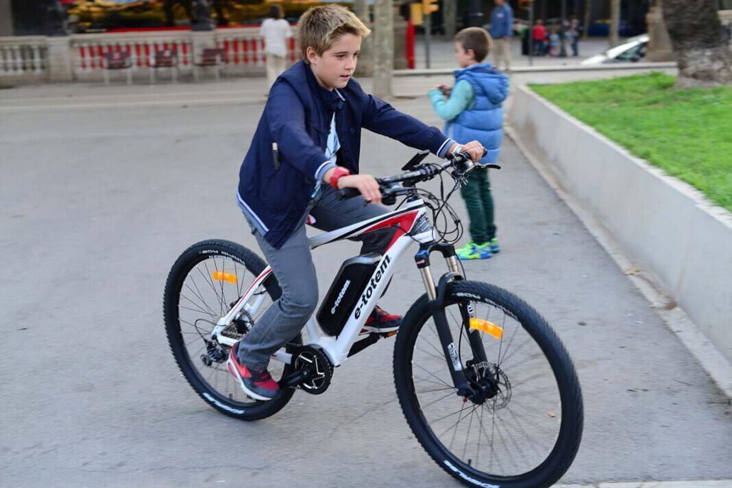 """Die Geschwindigkeit bedeutet aber nicht nur für neue """"E-Biker"""" eine Umstellung, sondern im Straßenverkehr auch ein etwas größeres Risiko. Helmtragen ist zwar keine Pflicht, wird aber dringend empfohlen. Symbolbild: pixabay"""