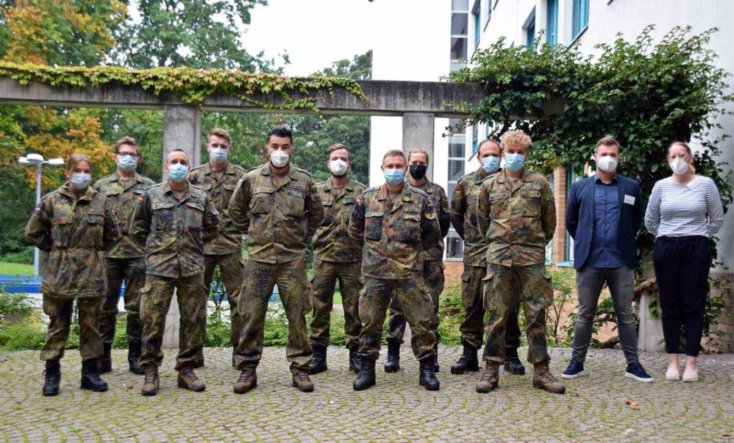 Das Team der Bundeswehr beim Dienstantritt im Gesundheitsamt. Foto: Anita Lehrke – Kreis Unna