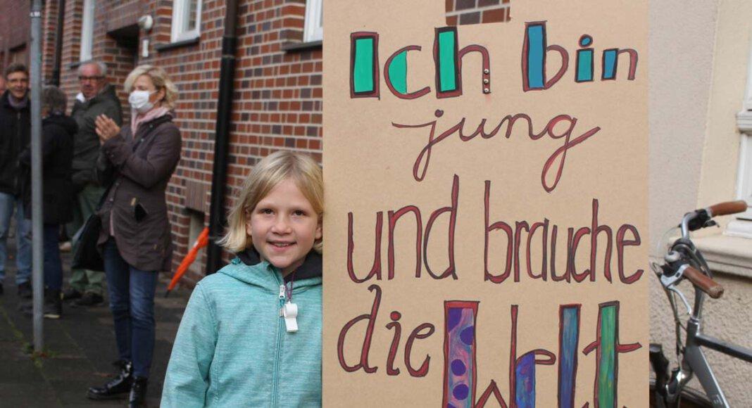 Vor der Ratssitzung demonstrierten die Gegner/innen des Industriegebietes Nordlippestraße Nord vor dem Kolpingsaal. Foto: Isabel Schütte