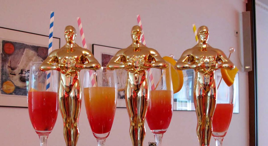 Drei der vier Oscars für die Kitas der katholischen Pfarrei St. Christophorus. Foto: Jürgen Flatken/ Aktionsprogramm Kita Lebensort des Glaubens