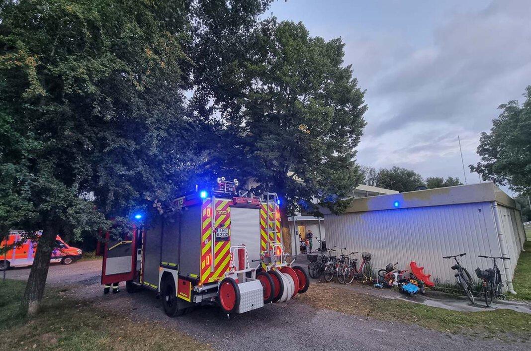 Eine verletzte Person rettete die Freiwillige Feuerwehr aus einem verrauchten Wohncontainer an der Kardinal-von-Galen-Straße. Foto: Feuerwehr Werne