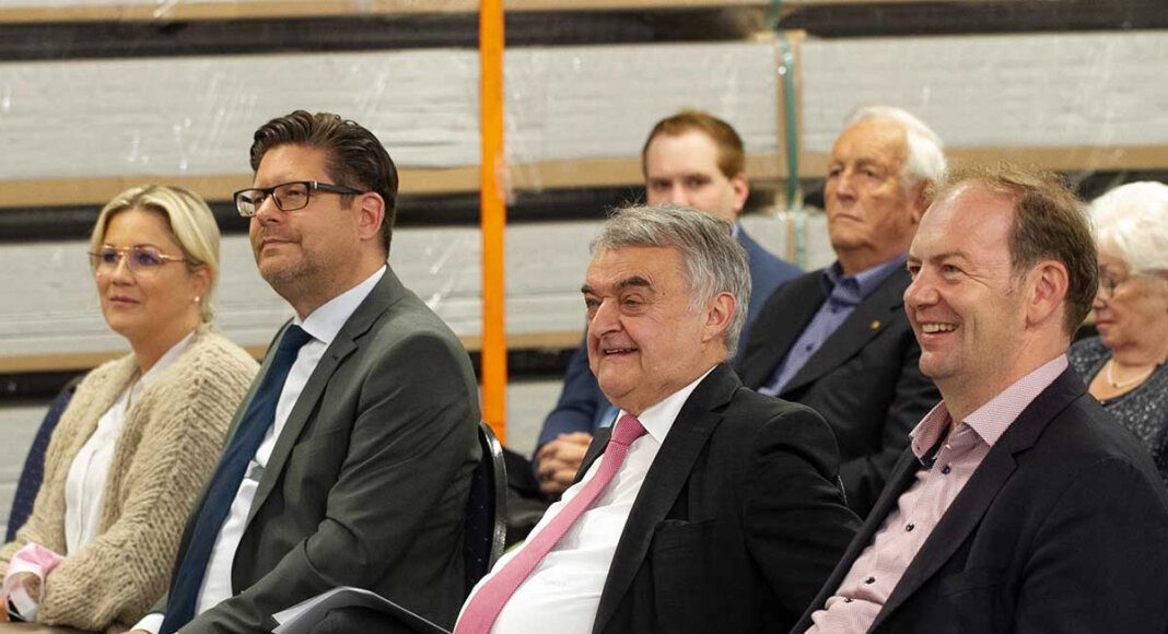 NRW-Innenminister Herbert Reul (2. von rechts) war auf Einladung vom CDU-Bundestagskandidaten Arnd Hilwig (rechts) in Werne zu Gast. Links: Marco Morten Pufke, Kreischef der Christdemokraten. Foto: Isabel Schütte