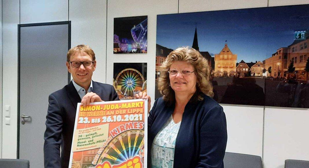 Ordnungsamtsleiterin Kordula Mertens und Bürgermeister Lothar Christ stecken mitten in den Planungen für Sim-Jü 2021 unter Pandemiebedingungen. Foto: Gaby Brüggemann