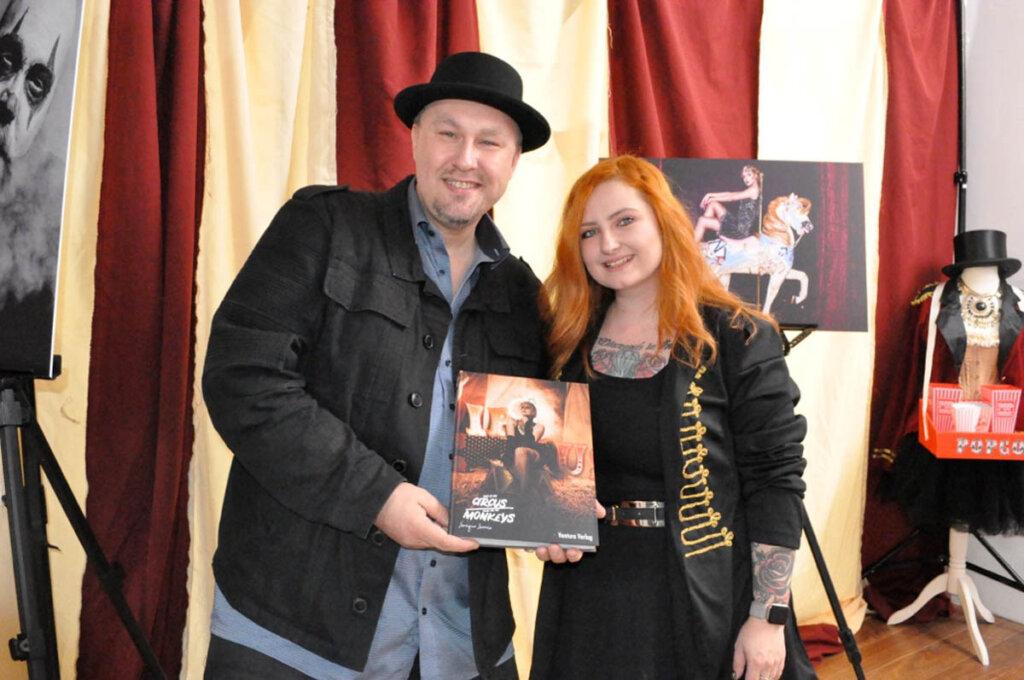 Verleger Magnus See und Fotografin Leonique Lacroix. Foto: Christian Tiepold