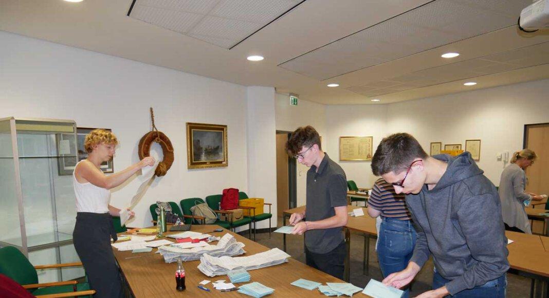 In Werne werden die Stimmen zur Bundestagswahl 2021 ausgezählt. Foto: Gaby Brüggemann