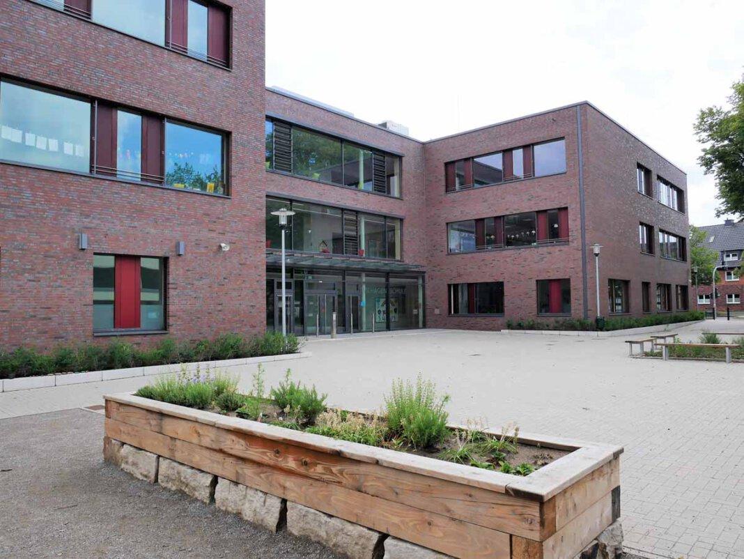 Für die Wiehagenschule an der Stockumer Straße erwarten die Planer in Zukunft einen großen Zustrom an Schüler/innen. Ein Grund sind die geplanten Neubaugebiete in unmittelbarer Nähe. Foto: Gaby Brüggemann