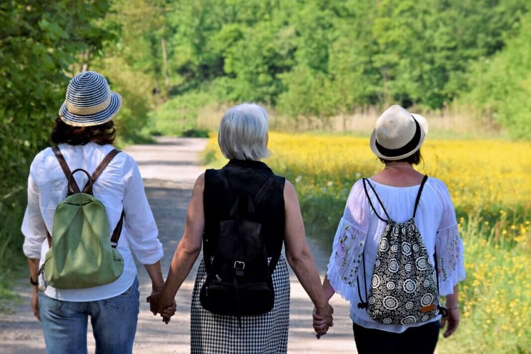Jung und alt sind beim Wandertag des Stadtsportverbandes immer gemeinsam aktiv. Symbolfoto: pixabay