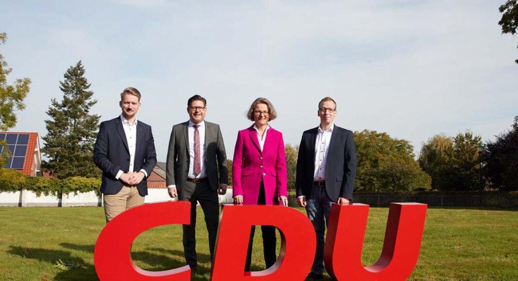 Der CDU-Kreischef Marco Morten Pufke (2. von links) mit den Landtagskandidaten Marcal Zilian, Ina Scharrenbach und Torsten Goetz (rechts). Foto: Franklin Berger